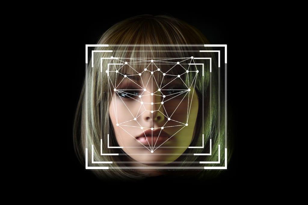 ロボットに顔認識させて人を追い回す